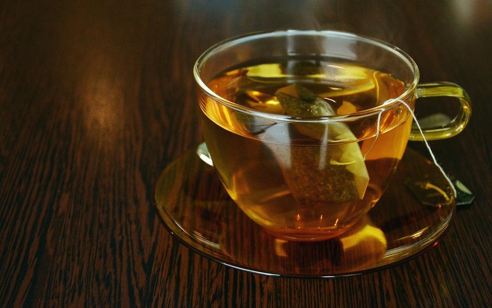 Bere il tè caldo tra primo e secondo tempo
